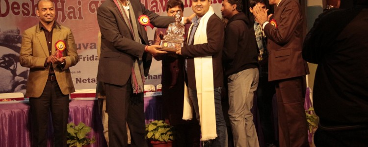 23rd January 2015, New Delhi, the National Capital of India, Wrishiraj Kaushik, the founder of SuperX was awarded Yuva Pratibha Samman 2013-14 award by Integrated Talent Development Mission, in short ITDM, for developing indigenous operating system – SuperX.